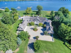 Riverblades A 14 9 Million Waterfront Mansion In Rumson