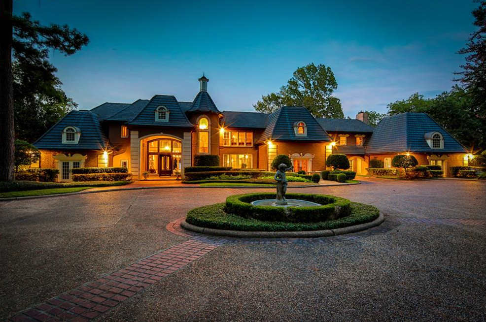 $3.9 Million Lakefront Mansion In Montgomery, TX