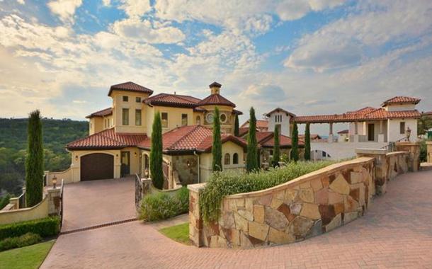 $2.39 Million Mediterranean Mansion In Lakeway, TX