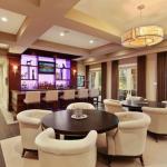 Lounge & Wet Bar