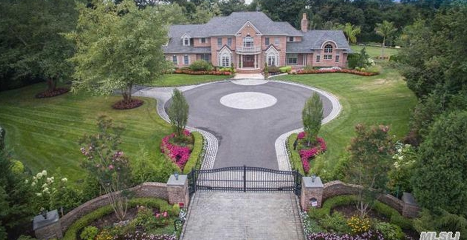 $6.3 Million Brick Home In East Norwich, NY