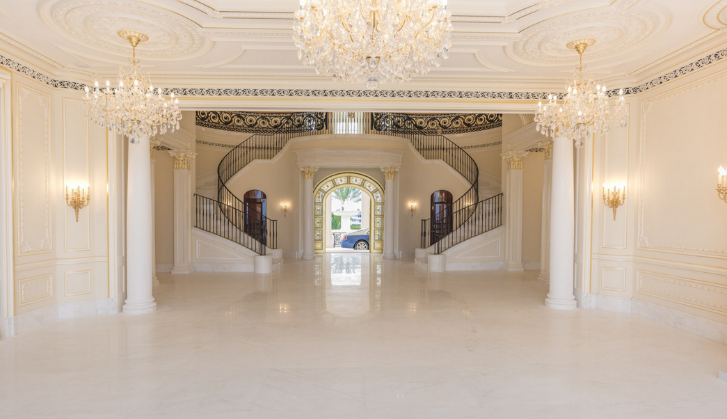 Le Palais Royal Re Lists For 159 Million Homes Of The Rich