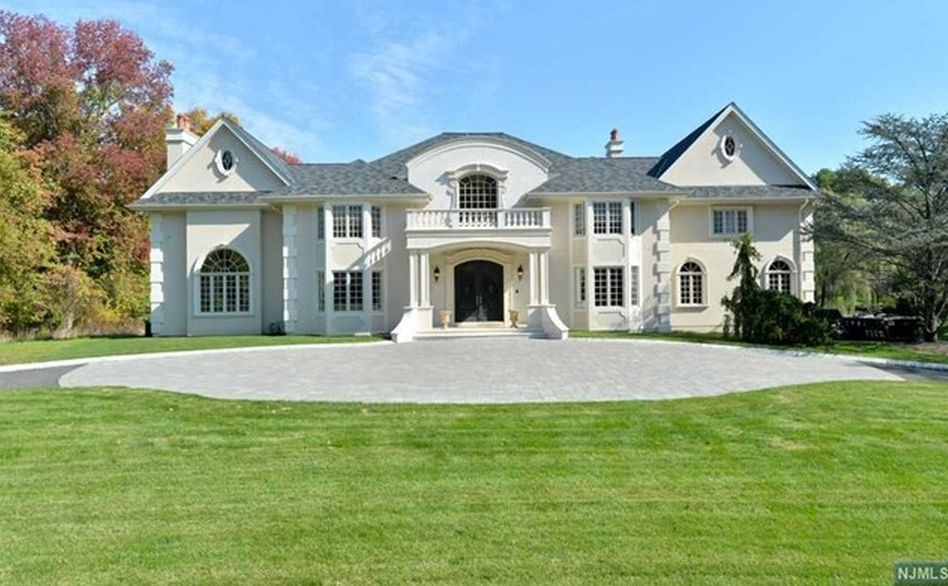 $2.995 Million Stone & Stucco Mansion In Saddle River, NJ