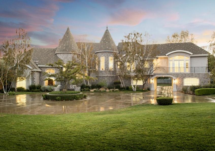 $2.9 Million Stone & Stucco Home In Chatsworth, CA