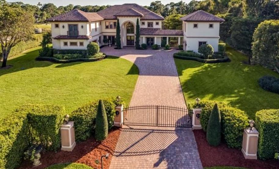 $2.89 Million Mediterranean Lakefront Home In Naples, FL