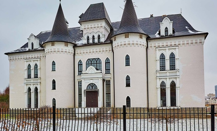 Rent This Castle-Like Mansion In Russia For $33,000/Month!