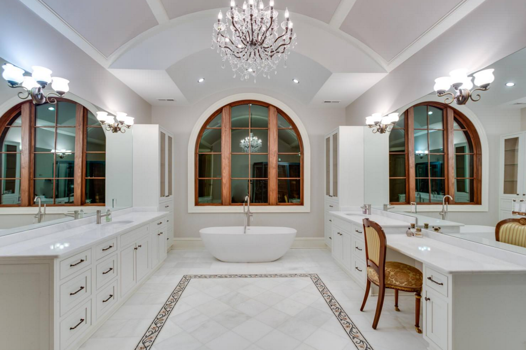 12 beautiful bathrooms homes of the rich for Beautiful bathrooms