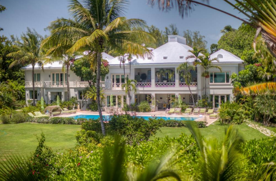 Los Pastores – A $43 Million Beachfront Mansion in the Bahamas