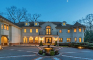 $2.9 Million Colonial Stucco Home In Brookville, NY