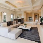 Living Room w/ Wet Bar