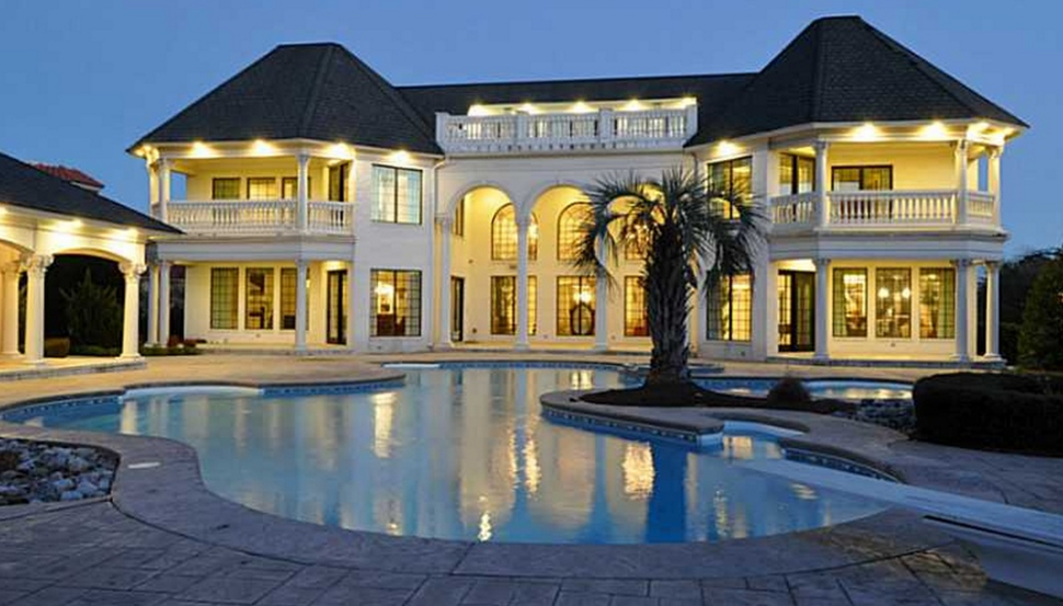 Mansions on the beach with pool for Mansion house price