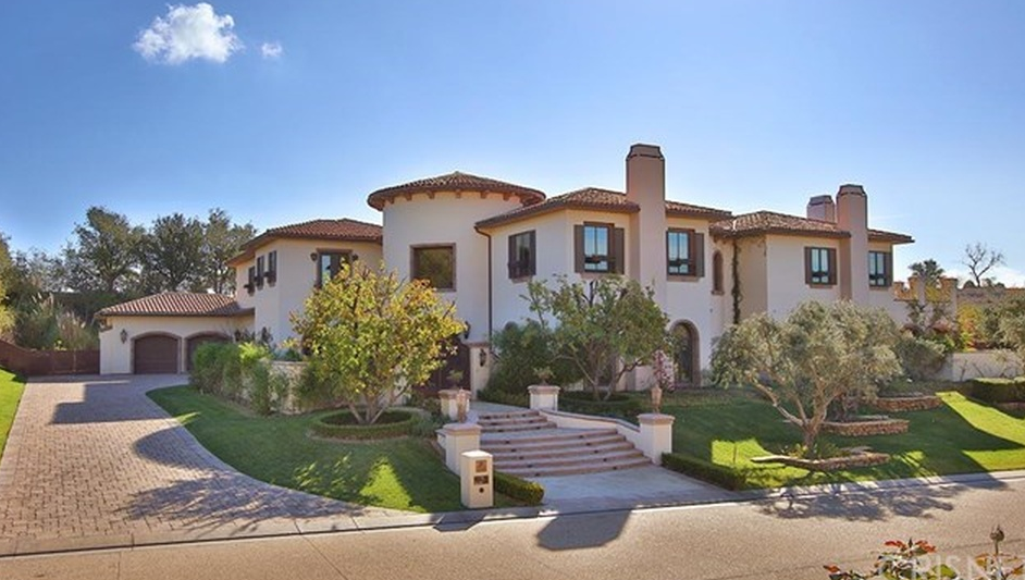 12 000 square foot mediterranean mansion in calabasas ca for Houses for sale in calabasas