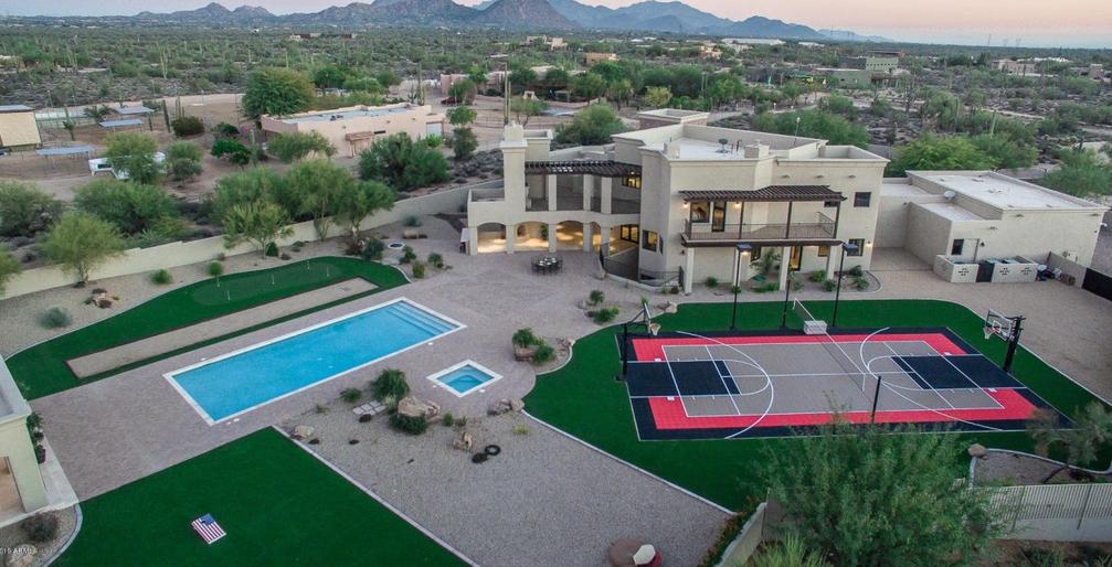 $2.4 Million Contemporary Home In Scottsdale, AZ