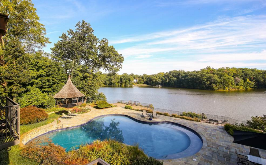 $5.9 Million Waterfront Tudor Mansion In Annapolis, MD ...