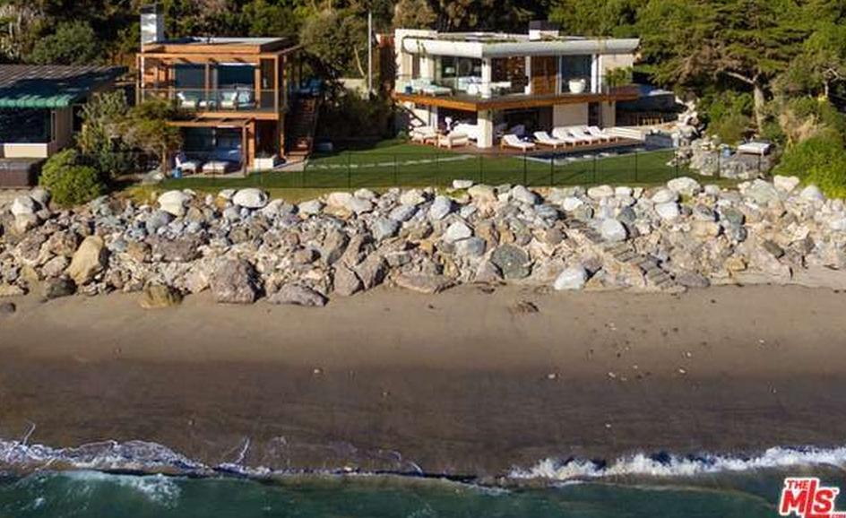 $22.5 Million Contemporary Beachfront Estate In Malibu, CA
