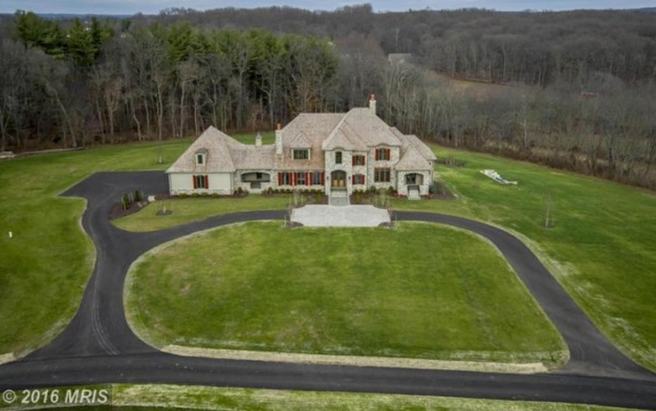 10 000 square foot newly built mansion on a 20 acre farm for 10000 square feet to acres