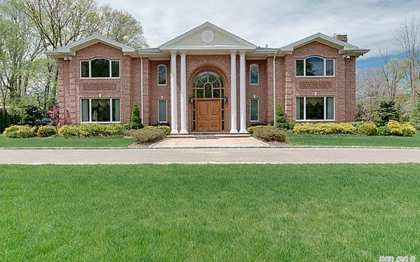 $4.98 Million Brick Home In Kings Point, NY