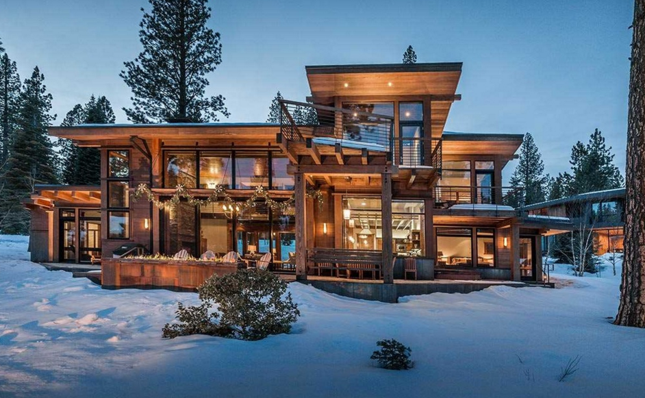 $3.695 Million Mountaintop Wood Home In Truckee, CA