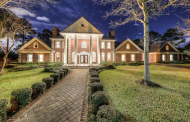 $2.8 Million Brick Home In Friendswood, TX