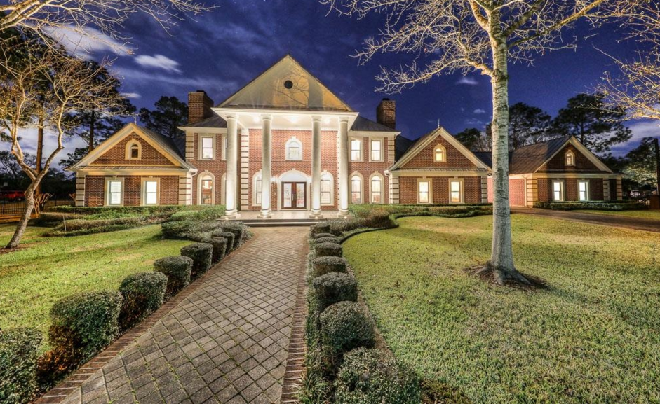 $2.8 Million Brick Home In Friendswood, TX