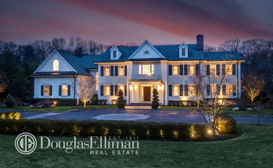 $3.475 Million Colonial Home In Oyster Bay, NY
