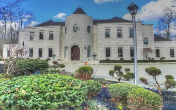 $2.495 Million Stone Mansion In Moreland Hills, OH
