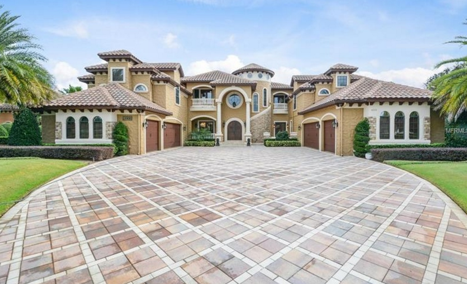 $3.995 Million Mediterranean Lakefront Mansion In Windermere, FL