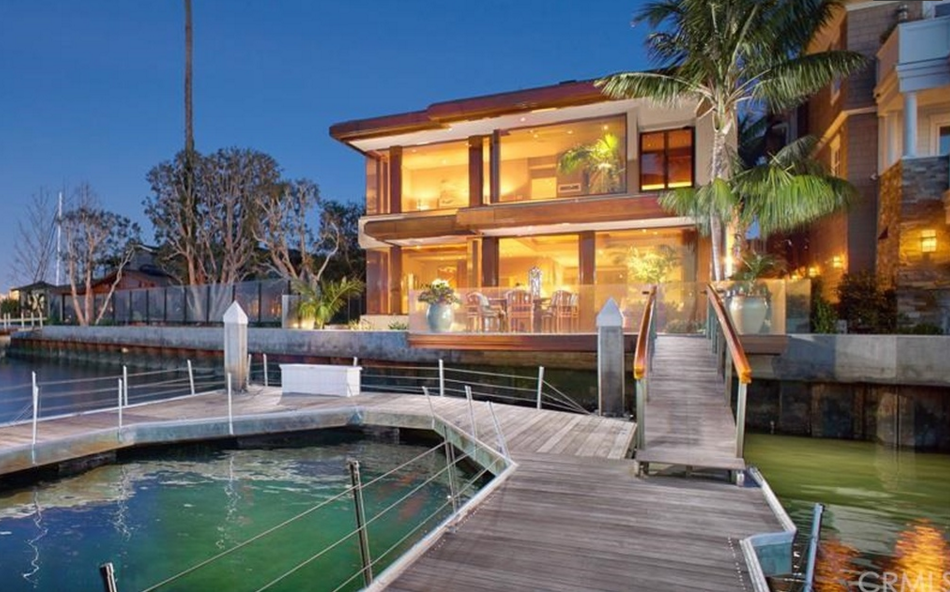 $11.795 Million Contemporary Waterfront Home In Newport Beach, CA