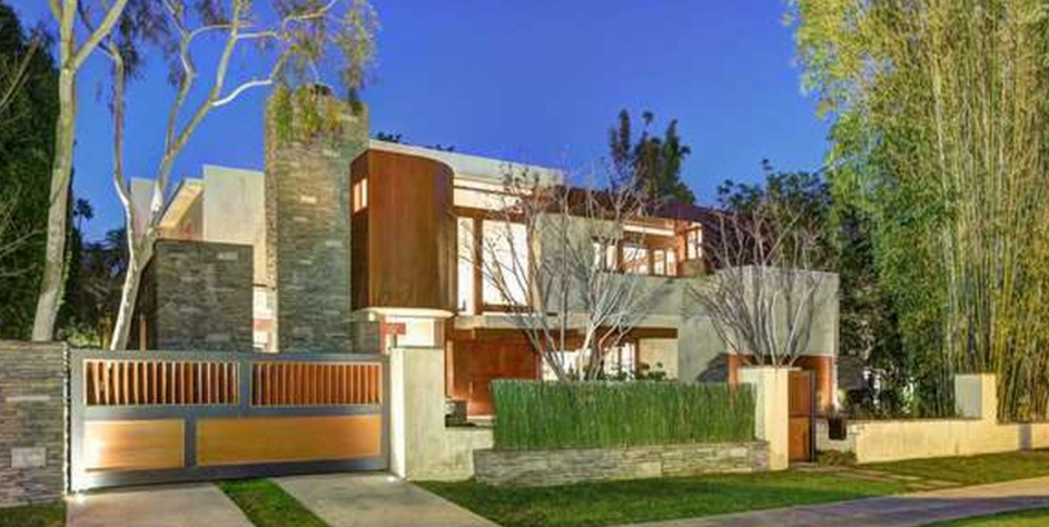 $11.8 Million Contemporary Mansion In Beverly Hills, CA
