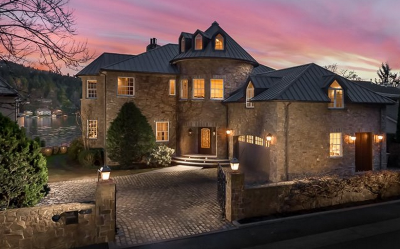 Villa Di Pietra – A Lakefront Stone Home In Lake Oswego, OR