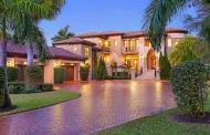 Villa de Como – An $8.2 Million Waterfront Mansion In Longboat Key, FL