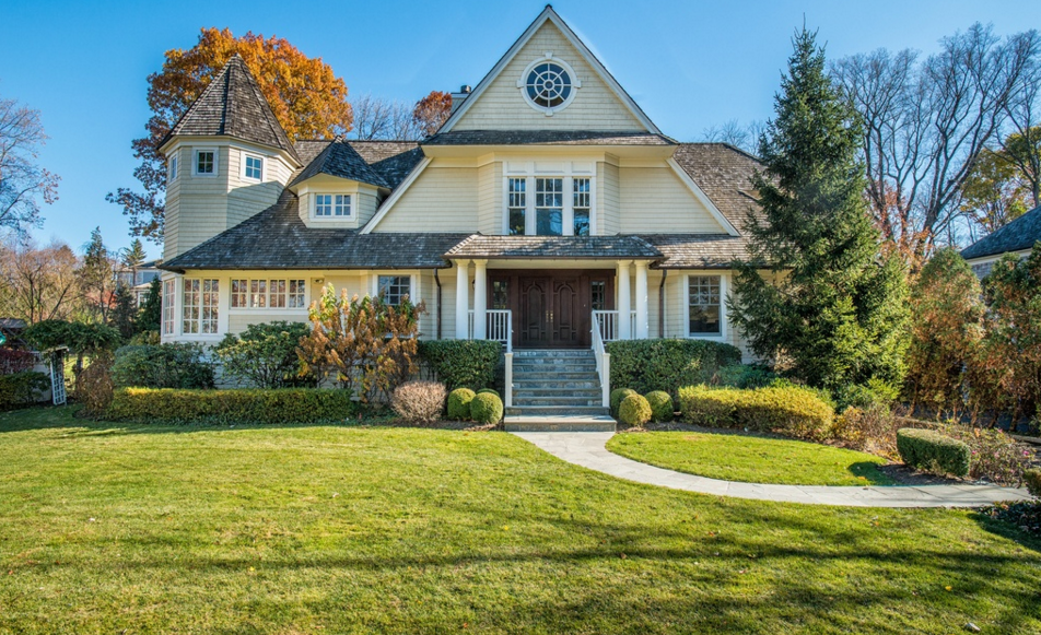 $4.295 Million Shingle Style Home In Riverside, CT
