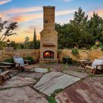 Courtyard w/ Fireplace
