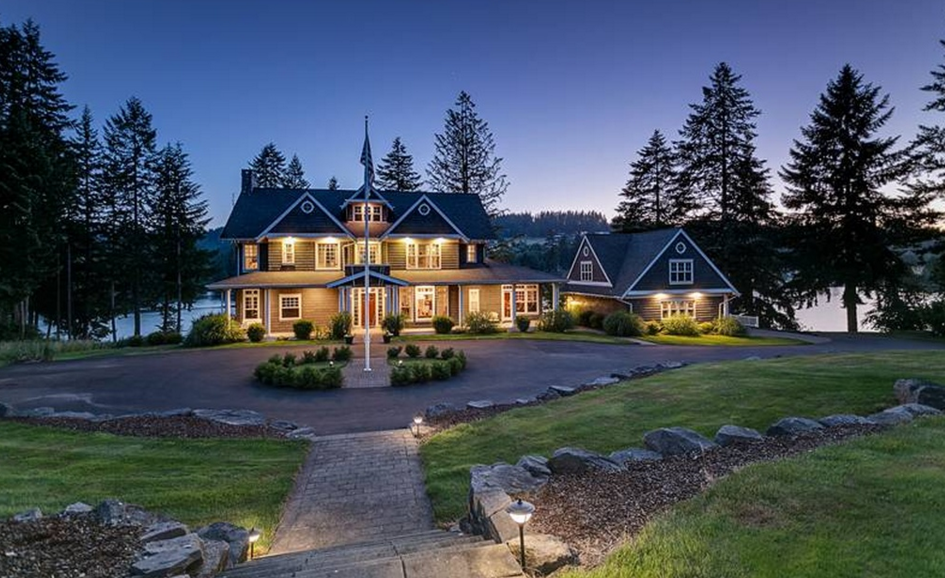 1 95 Million Shingle Style Lakefront Home In Oregon City Or