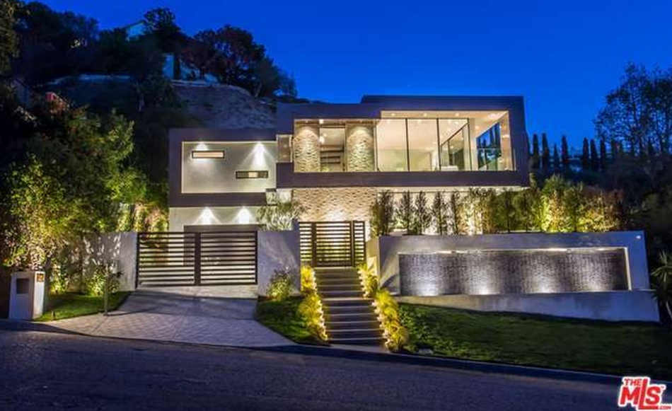 7 1 million newly built contemporary home in los angeles for Huge modern houses for sale