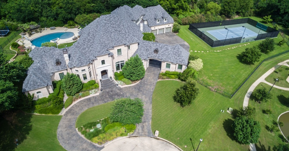 11,000 Square Foot Brick Mansion In Arlington, TX