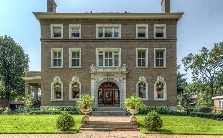 $1.3 Million Historic Mansion In Saint Louis, MO