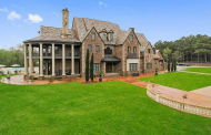 $2.825 Million Brick Mansion In Canton, MS
