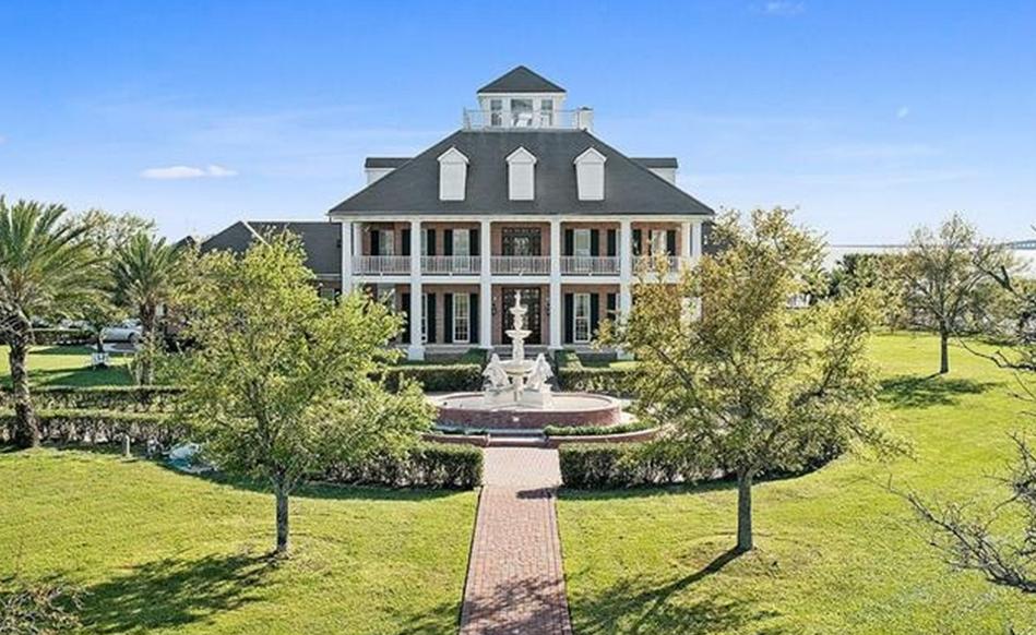 $5 Million Lakefront Mansion In Slidell, LA