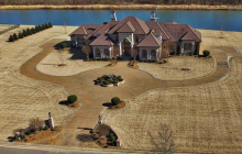 $1.9 Million Waterfront Home In Jackson, TN