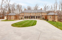 10,000 Square Foot Brick Mansion In New Albany, OH