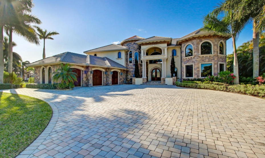5 gorgeous lakefront homes for sale in leesburg fl for Wheelchair accessible homes for sale in florida