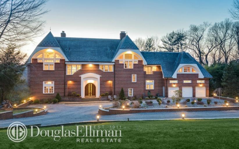$2.9 Million Brick Home In Oyster Bay, NY