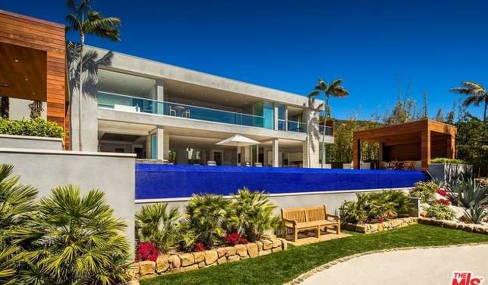 $27.9 Million Newly Built Contemporary Mansion In Malibu, CA