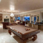 Family/Billiards Room w/ Wet Bar