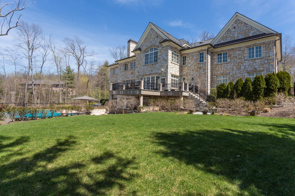 8 95 Million Stone Mansion In Alpine Nj Homes Of The