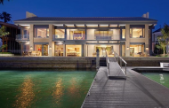 $24.995 Million Contemporary Waterfront Home In Newport Beach, CA