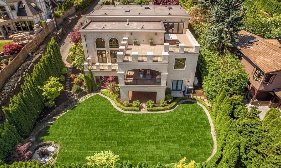 $5.2 Million Home In Yarrow Point, WA