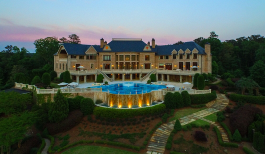 Tyler perry sells atlanta mega mansion for 17 5 million for Mega homes for sale
