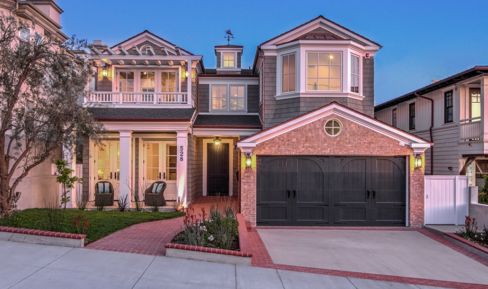 $6.95 Million Shingle & Stone Home In Manhattan Beach, CA